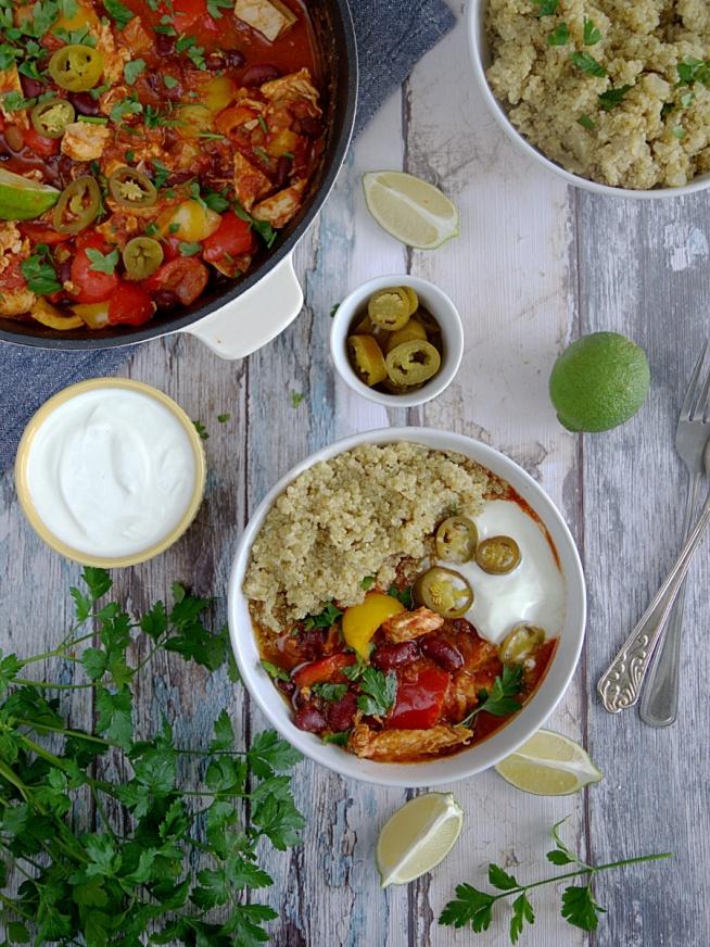 Meksykańska potrawka chili w lżejszej wersji (z kurczakiem i komosą)  Przepis po kliknięciu w zdjęcie. Zapraszam