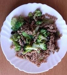 Wczorajszy obiad: makaron orkiszowy z mielonym indykiem w przyprawach smażonym na oleju kokosowym, z brokułami i pieczarkami. Pyszne, łatwe i szybkie do przygotowania:) Od dzisi...