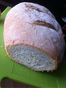 chleb domowy: 700 g maki, 2 łyżeczki soli, 25 g masła, pol kostki drozdzy, 1 łyżeczka cukru, 150 ml ciepłego mleka, 300 ml cieplej wody. Make przesiać , masło rozpuścić w ciepły...