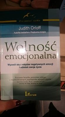 książka mówi o tym jak zacząć samemu kontrolować swoje emocje. żeby nikt inny...