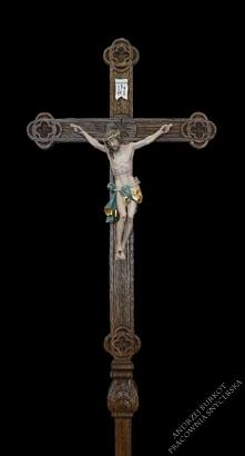 Stojący ołtarzowo-procesyjny krzyż drewniany