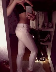 Jeśli szukacie białych spodni to polecam Stradivarius :) 89zł ;)