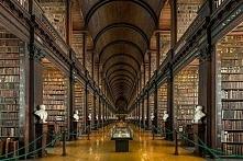 300-letnia Biblioteka w Dublinie, Irlandia.