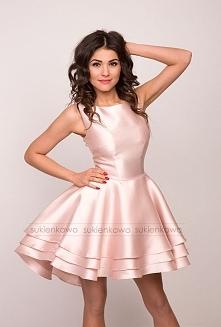 MEGAN - asymetryczna sukienka z falbanami różowa Kliknięcie w zdjęcie przenie...