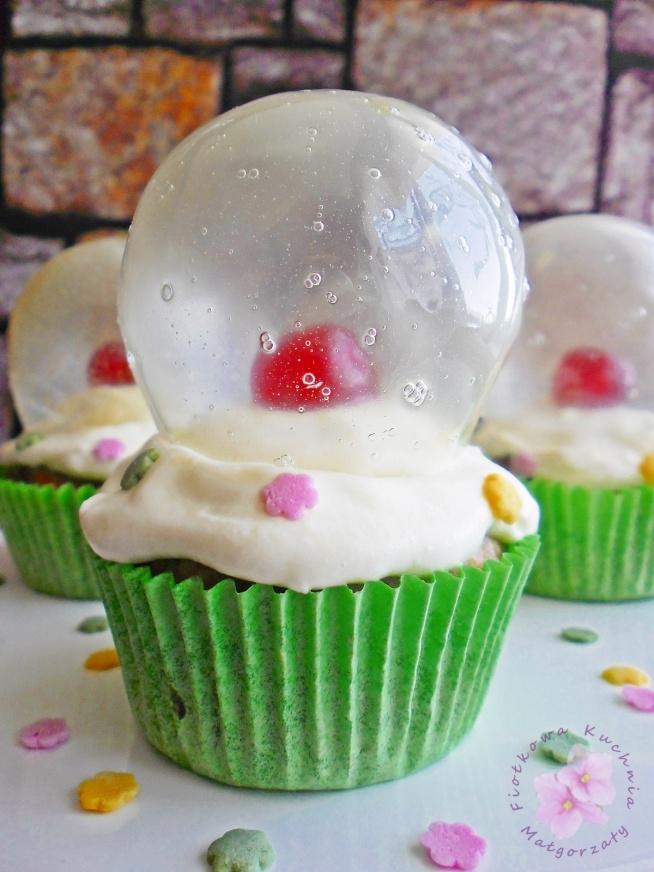 Muffiny migdałowe z kulą śnieżną