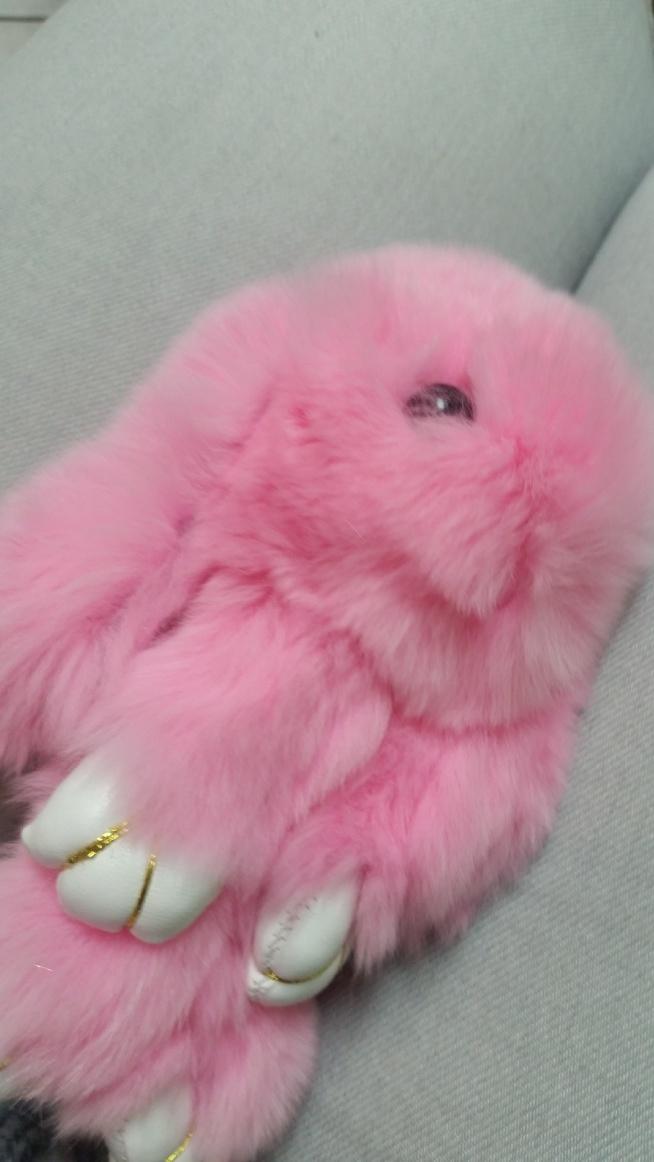 Dziewczyny napewno kojarzycie króliki na , które w internecie jest szał. Co druga osoba na mieście go ma.A teraz chciałabym was ostrzec przed małymi , źle wykonanymi i z wypadającą króliczą sierścią podróbkami na , którą sama trafiłam na Allegro. Jeśli nie chcecie wpaść tak jak ja polecam zamówić królika na Ali Express.                                                Pozdrawiam!