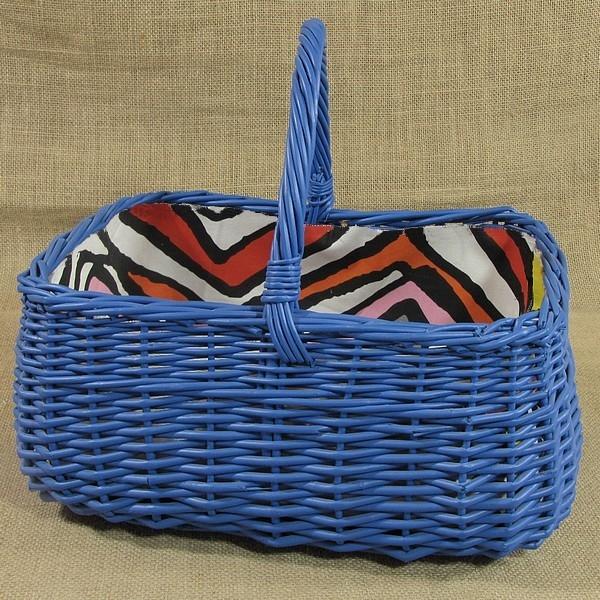 Niebieski wiklinowy koszyk z wyściółką  - wzór (LYNDBY)