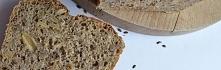 pyszny chlebek z ziarnami. ...