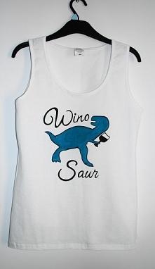 WinoSaur :D  Motyw wykonany odpornymi na spieranie farbami do tkanin.
