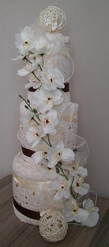 Tort z ręczników. Rewelacyjny pomysł na prezent na parapetówkę lub na ślub.