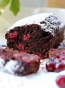 Ciasto czekoladowe z wiśniami. 2 szklanki mąki 2 łyżeczki proszku do pieczenia 3/4 szklanki cukru 2 łyżeczki cukru z wanilia  3 łyżki kakao  1 szklanki mleka  1 jajko  1/4 szkla...