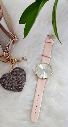 Mega zegarek na skórzanym pudrowym pasku dostępny klik w link