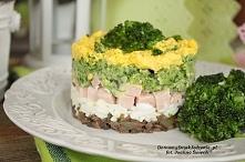 warstwowa sałatka z brokułe...