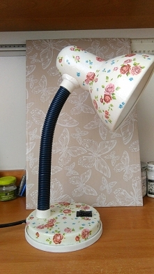 Lampka na biurko w róże decoupage