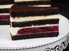 Czekoladowy tort z wiśniami i kremem z serka mascarpone. Ciasto:  120g ciemnego kakao 250ml wrzątku 125ml mleka 1 1/2 łyżeczki cukru z prawdziwą wanilią 125g masła 275g cukru mu...
