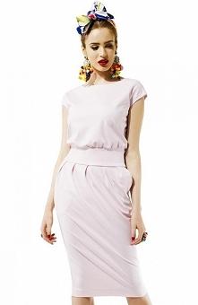 Kasia Miciak design mono sukienka pudrowa Ponadczasowa sukienka, wykonana z g...