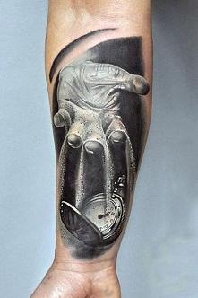 piasek i zegarek tatuaż