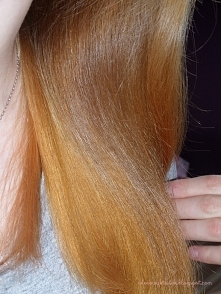 Jeśli Twoje włosy są suche i brakuje im nawilżenia, musisz wypróbować ten spo...