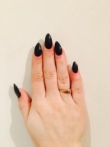 czarne szponiska, bo wesele i czarna sukienka:)