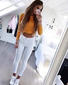 Biale jeansy +sweterek<3