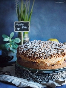 Orzechowa szarlotka z pianką i żurawiną / Walnut apple pie with meringue and ...