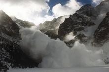 IV stopień zagrożenia lawinowego w Tatrach. TOPRowcy odradzają również wyciec...