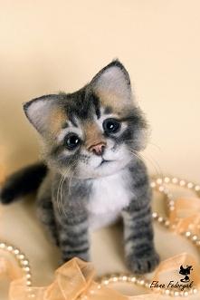 Kociaczek. Z filcu.
