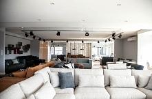 Nowoczesny narożnik modułowy Modalto Szerokie siedzisko, dodatkowe poduszki lędźwiowe oraz poduszki siedziska wypełnione piankawysokoelastyczna potęguja wysoka kulturę wypoczynk...
