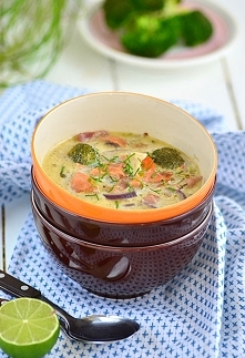 Zupa z warzywami i łososiem