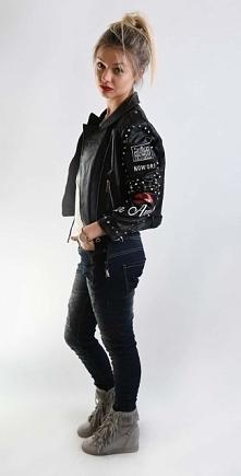 Ta piękna, seksowna i wygodna kurtka w stylu motocyklowym ma charrrrakter. Op...