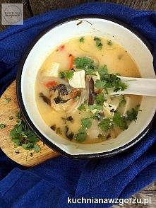 Zupa z dorszem i mlekiem kokosowym z dodatkiem tofu i kolendry - pyszne tajskie smaki w Twojej kuchni