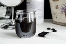 Domowa maseczka na twarz z węgla aktywnego  Przepis: 1 łyżka glinki bentonitowej  2 tabletki węgla aktywnego 2 łyżki wody 1/2 łyżeczki miodu  opcjonalnie: kilka kropel olejku, n...