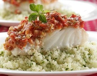 Ryba w sosie pomidorowym z serem feta