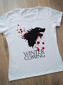 """Koszulka """"Winter is coming"""" ręcznie malowana specjalnymi farbami do..."""