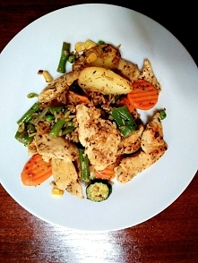 Warzywa, ryz, kurczak :) :)
