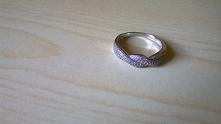srebrny pierścionek który s...