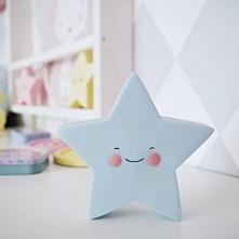 Lampka LED Gwiazdka błękitna na baterię. Uśmiechnięta lampeczka pomoże dziecku spokojnie zasnąć