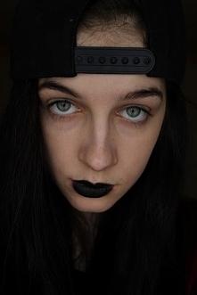 Kreska czy czarna szminka? Co lepsze? Więcej jeśli klikniesz w zdjęcie !