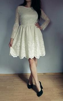 Tę sukienkę uszyłam z grubej koronki w kolorze kremowym, a pod spodem dałam s...