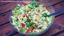 Wiosenna sałatka! Zdrowo, pysznie, kolorowo :)  - kapusta pekińska - pomidor - ogórek - cebula - papryka - kukurydza