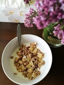 domowa granola i jogurt :-)...
