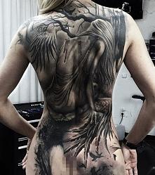 anioł traci skrzydła tatuaż na plecac