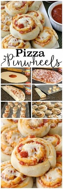 Pizza rolls. Pieczemy 20 minut w temperaturze 180 st.