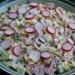 Wiosenna sałatka z rzodkiewką, ogórkiem i szczypiorkiem  składniki:  250 g drobnego makaronu, u mnie małe kokardki Czaniecki 300 g rzodkiewek 3 średnie długie ogórki 400 g chudej wędliny (szynka lub kiełbasa szynkowa) duży pęczek szczypiorku majonez  Makaron ugotować al'dente, przelać wodą i dobrze osączyć. Ogórki obrać i pokroić w średnią kostkę. Rzodkiewki, moje były podłużne, pokroić w plasterki. Wędlinę róznież pokroić w średnią kostkę. Szczypiorek drobno posiekać. Wszystkie składniki dokładnie wymieszać. Następnie dodać majonez i ponownie dokładnie wymieszać.