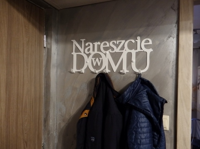 Nareszcie w domu - wieszak na ubrania - art-steel.pl