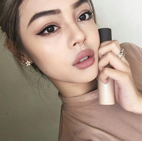 Jak kosmetyki do makijażu wpływają na stan naszej cery? - LINK W KOM!