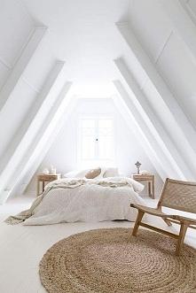 Sypialnia na poddaszu w jas...