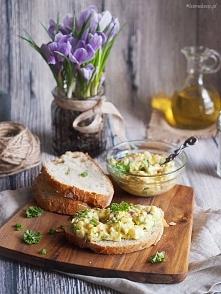 Sałatka jajeczna z boczkiem i sosem miodowo-musztardowym / Egg salad with bac...
