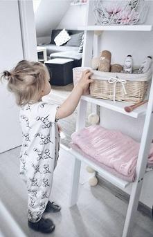 Drabiny - regały są bezpieczne dla dzieci. Możesz umocować je na kątowniki, k...