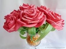 Bukiet róż z liści kukurydzy